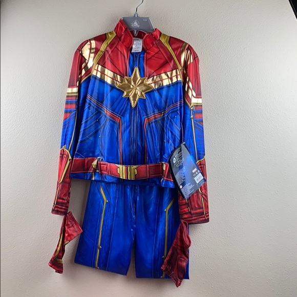 Disney Costumes Nwt Girls Captain Marvel Costume Poshmark It comes with a full body jumpsuit that fits with closures in the back. poshmark